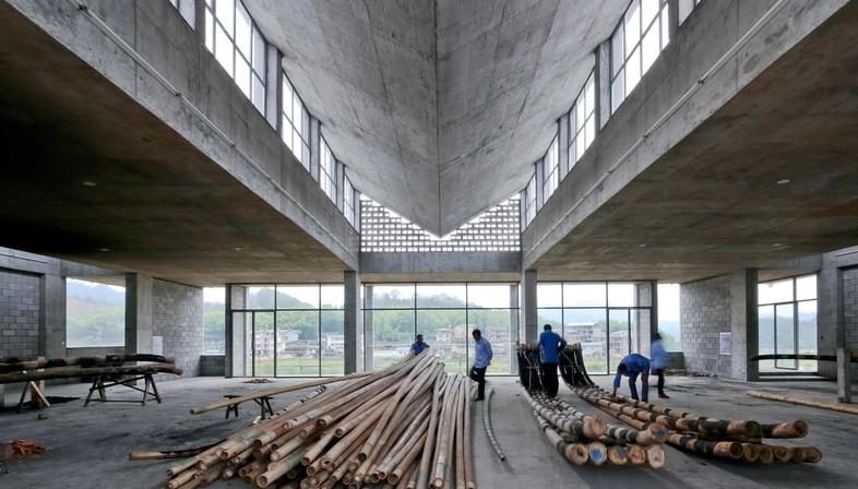 Betonarchitektur von TAO für eine Bambusfloßfabrik