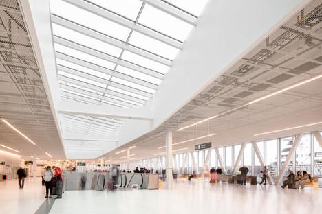 Värtaterminalen von C.F. Møller Architects, ein Bauwerk aus Stahl und Glas