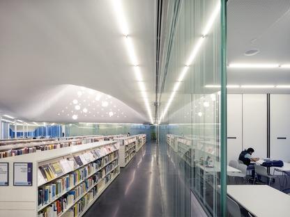 Eine Glasfassade mit lichtempfindlichen Elementen für die Springdale-Bibliothek der RDHA