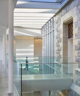 Renovierung aus Stahl und Glas für die Bibliothek ohne Bücher von RDHA