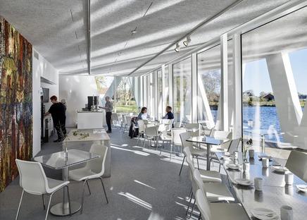 Eine Galerie am See aus Stahlbeton von Henning Larsen