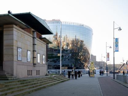 Das Depot von MVRDV aus Stahlbeton und mit Spiegelfassade