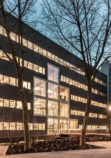 Sanierung eines Gebäudes aus den 1970er Jahren durch Studioninedots