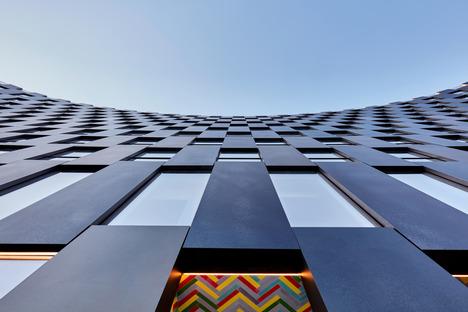Geschwungene Stahlfassade für das Gebäude The Smile von BIG