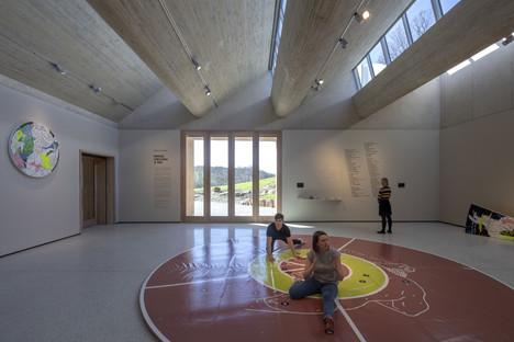Schichtbeton und Holz für den Yorkshire Sculpture Park von Feilden Fowles Architects