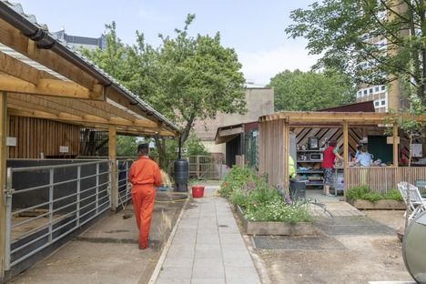 Waterloo City Farm, ein Projekt von Feilden Fowles aus Holz und Blech