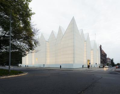 Eine Philharmonie aus Glas und Aluminium von Barozzi Veiga