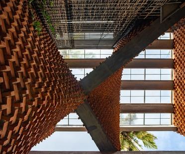 Das Pirouette House aus Ziegel von Wallmakers architects