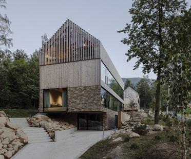 Wohnungen aus Holz und Stein von Studio de.materia