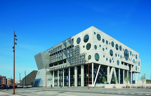 Das House of Music von CoopHimmelb(l)au, aus Stahl, Beton und Aluminium