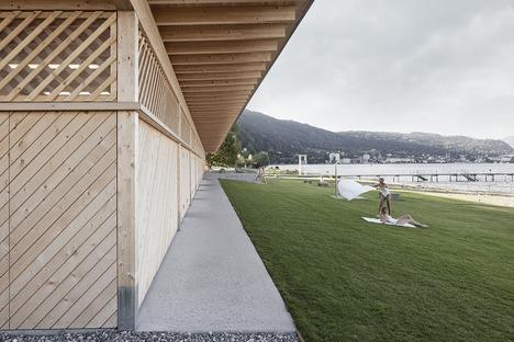 Strandbad aus Holz von Matt Innauer